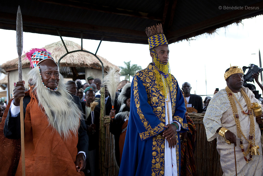 April 17, 2010 - Karuzika Royal Palace, Fort Portal, Uganda - Newly crowned King Oyo Nyimba Kabamba Iguru Rukidi IV, with Ugandan President Yoweri Museveni (on the left) and King Chevy-Zeh Jean Gervais King of Korou Kingdom in the Ivory Coast (on the right) during his18th birthday celebration in Karuzika Royal Palace at Fort Portal. King Oyo is one of the world's youngest ruling monarchs. He ascended to throne at age three after his father, King Olimi Kaboyo, died of a heart attack in 1995. He rules over more than 2 million people in the Tooro kingdom, one of four kingdoms allowed by the government to exist in Uganda. Today he assumed the full duties of King of the Tooros as he reachs adulthood. Photo credit: Benedicte Desrus /Sipa Press