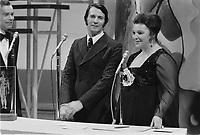 Leo Illial elu ''plus bel homme du Canada'', lors du gala, le 16 fevrier 1973.<br /> <br /> Le Gala du plus bel homme du Canada était un concours de beauté canadien remis de 1966 à 1975.<br /> <br /> Le prix était remis à chaque année, à la Saint-Valentin, par Lise Payette au plus bel homme du Canada, tel que choisi par le vote de milliers de femmes à travers le pays. <br /> <br /> Photo : Agence Quebec Presse - Alain Renaud