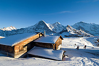 CHE, Schweiz, Kanton Bern, Berner Oberland, Grindelwald: Maennlichen Bergstation mit Schreckhorn (4.078 m), Eiger (3.970 m), Moench (4.107 m), Tschuggen (2.520 m), Lauberhorn (2.473 m) und Jungfrau (4.158 m) | CHE, Switzerland, Canton Bern, Bernese Oberland, Grindelwald: Maennlichen top station with Schreckhorn (4.078 m), Eiger (3.970 m), Moench (4.107 m), Tschuggen (2.520 m), Lauberhorn (2.473 m) + Jungfrau (4.158 m) mountains
