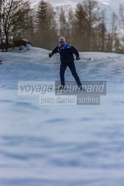 France, Jura(39), Parc naturel régional du Haut-Jura, Les Rousses, Ski de fond au lac des Rousses //  France, Jura, Parc Naturel Regional du Haut Jura (Jura Mountains Regional Natural Park), Les Rousses, Skiing at  lake of the Rousses<br /> Auto N°: 2013-108