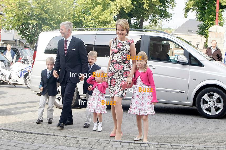 Mathilde de Belgique - Princesse Mathilde, le Prince Philippe et leurs enfants arrivent au mariage de Hélène D'Udekem D'Acoz, la soeur de la Princesse Mathilde de Belgique, avec le Baron Nicolas Janssen, à la maison communale de La Hulpe. .31/05/2011