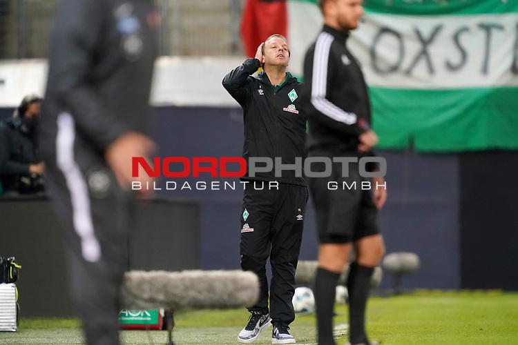 Gestik, Mimik, Florian Kohfeldt (Trainer SV Werder Bremen)<br /> <br /> <br /> Sport: nphgm001: Fussball: 1. Bundesliga: Saison 19/20: Relegation 02; 1.FC Heidenheim vs SV Werder Bremen - 06.07.2020<br /> <br /> Foto: gumzmedia/nordphoto/POOL <br /> <br /> DFL regulations prohibit any use of photographs as image sequences and/or quasi-video.<br /> EDITORIAL USE ONLY<br /> National and international News-Agencies OUT.