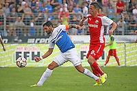 Aytec Sulu (SV 98) gegen Rene Gartler (SVS) - SV Darmstadt 98 vs. SV Sandhausen, Stadion am Boellenfalltor