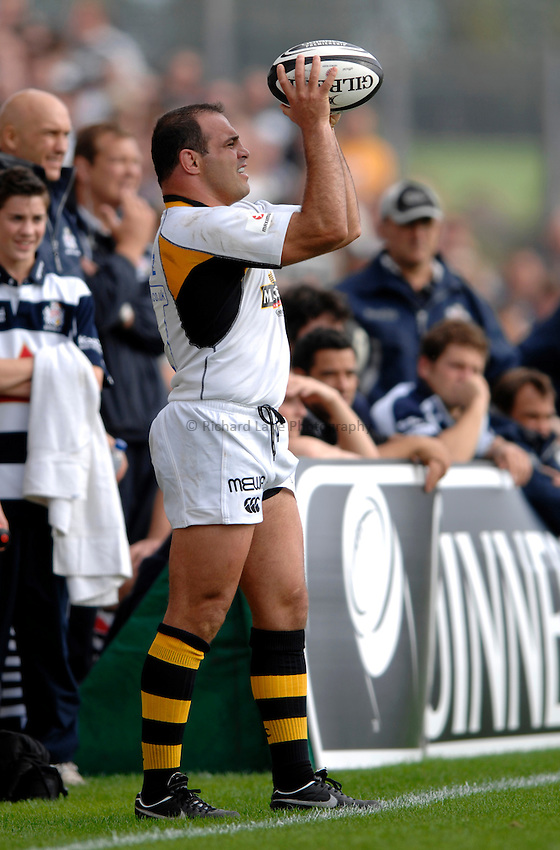Photo: Richard Lane..Bristol Rugby v London Wasps. Guinness Premiership. 24/09/2006. .Wasps' Raphael Ibanez throws in.