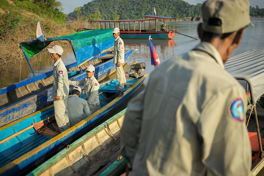 November 4, 2014 - Preah Rumkel, Stung Treng (Cambodia). Dorn Bann (47), deputy head of Anlung Cheauteal River Guard Post, and the other rangers board a boat to start a surveillance patrol in the area. © Thomas Cristofoletti / Ruom