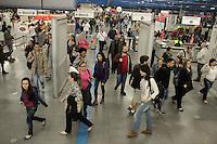 SÃO PAULO, SP, 19.05.2015 - METRÔ-SP - Movimentação de passageiros na Estação Barra Funda do Metrô na região oeste de São Paulo, na tarde desta terça-feira, (19).(Foto: Marcio Ribeiro / Brazil Photo Press)
