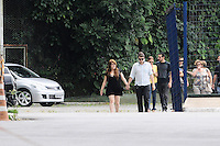 SANTOS, SP, 07 MARÇO 2013 - VELÓRIO CANTOR CHORÃO-O Filho de Chorao chega velorio..O Corpo do vocalista Alexandre Magno Abrão, o Chorão, da banda Charlie Brown Jr., é velado no ginásio esportivo Arena Santos, nesta quinta-feira, 07, na Baixada Santista. Chorão foi encontrado morto na manhã de hoje, em seu apartamento, em São Paulo. (FOTO: ADRIANO LIMA / BRAZIL PHOTO PRESS).