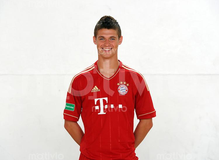 FUSSBALL  Regionalliga Sued     SAISON  2011/2012     22.07.2011 Fototermin beim  FC Bayern Muenchen II Dennis Chessa (FC Bayern II)