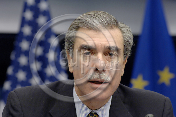 Brussels-Belgium - 30 November 2005---Carlos GUTIERREZ, US Secretary of State for Commerce, during a press conference in the EU-Council following the first informal EU-US Economic Ministerial meeting---Photo: Horst Wagner/eup-images