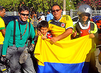 CUIABA - BRASIL -23-06-2014. Seguidores de la selección de fútbol de Colombia (COL) en las afueras del estadio Arena Pantanal de Cuiaba previo al partido del Grupo C ante Japón (JPN) como parte de la Copa Mundial de la FIFA Brasil 2014./ Supporters of Colombia (COL) National Soccer Team outside of the Arena Pantanal stadium in Cuiaba prior of the Group C match against Japan (JPN) as part of the 2014 FIFA World Cup Brazil. Photo: VizzorImage / Alfredo Gutiérrez / Contribuidor