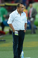 MEDELLIN -COLOMBIA-31-08-2014. Jorge Bernal DT de Aguilas Doradas durante partido de la fecha 7 de la Liga Postobón II 2014 jugado en el estadio Atanasio Girardort de Medellin./ CoachAguilas Doradas Jorge Bernal during match of the 7th date of Postobon  League II 2014 played at Atanasio Girardort stadium in Medellin city. Photo: VizzorImage/Luis Ríos/STR