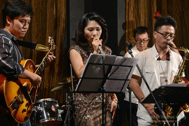 DC Stage, Kaohsiung -- Vocalist Lien Hsiao-Yun and Smalls Jazz Combo on stage together.
