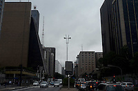 SAO PAULO, SP, 25 DE MAIO DE 2012 - CLIMA TEMPO SP - Tempo nublado na manha desta sexta-feira, na regiao da Av. Paulista.  FOTO:ALEXANDRE MOREIRA / BRAZIL PHOTO PRESS.