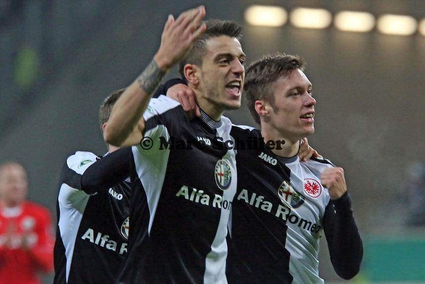Vaclav Kadlec (Eintracht) jubelt über sein Tor zum 3:2 mit Doppel-Torschütze Joselu - Eintracht Frankfurt vs. SV Sandhausen, DFB-Pokal, Commerzbank Arena