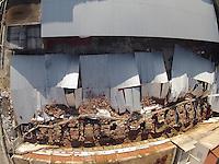 SAO PAULO, SP, 10/03/2013, DESMORONAMENTO ESTACIONAMENTO. Cerca de quarenta veiculos foram atingidos no desmoronamento de um estacionamento que fica na Rua Oliveira Alves nº 770 no bairro do Ipiranga. O acidente aconteceu na noite de ontem (9), ninguem ficou ferido. . LUIZ GUARNIERI/BRAZIL PHOTO PRESS.