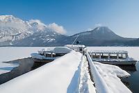 Austria, Styria, Styrian Salzkammergut, Altausseerland, Altaussee at Altausseer Lake: winter scenery at landing stage