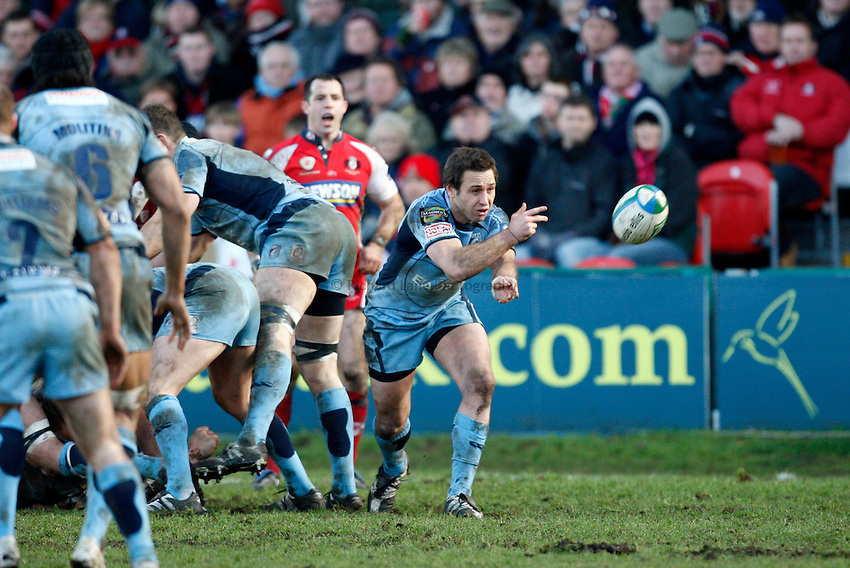 Photo: Richard Lane/Richard Lane Photography. Gloucester Rugby v Cardiff Blues. Heineken Cup. 18/01/2009. Cardiff's Jason Spice passes.