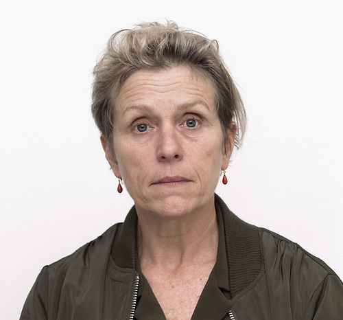 Frances McDormand es una de las pocas actrices que detenta la Triple Corona de la mejor actuación: el Óscar (Fargo, 1996), el Tony por la obra teatral Good People (2011) y el Emmy por la miniserie televisiva por Olive Kitteridge (2014).