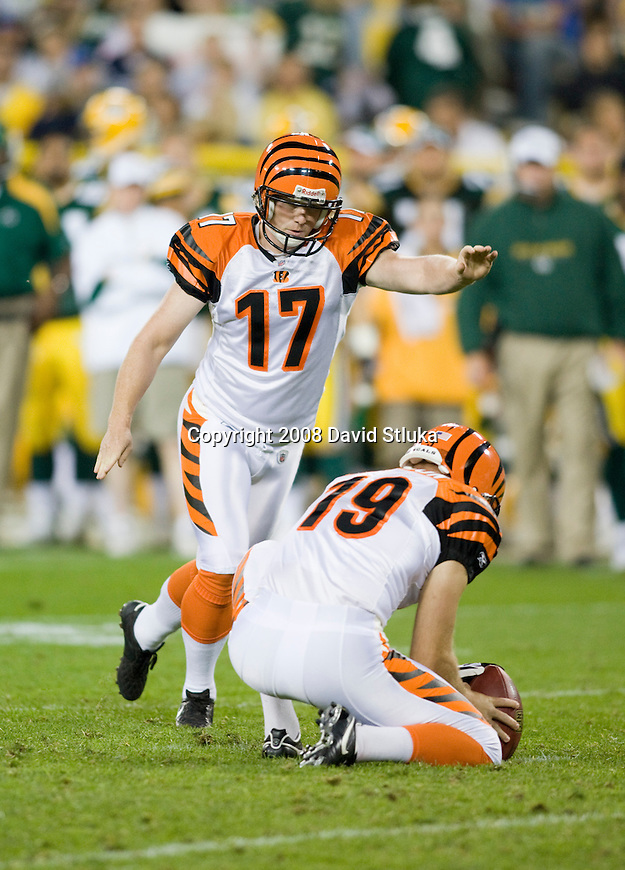 Kicker Shayne Graham #17 of the Cincinnati Bengals kicks a field goal against the Green Bay Packers at Lambeau Field on August 11, 2008 in Green Bay, Wisconsin. The Bengals beat the Packers 20-17. (AP Photo/David Stluka)