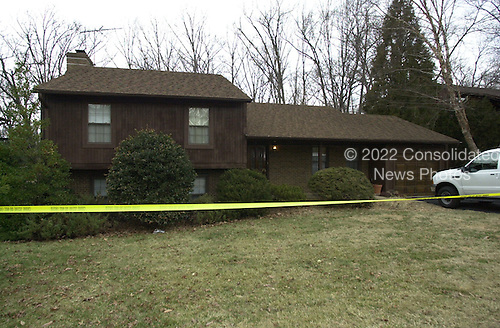 Vienna, VA - February 20, 2001 -- Vienna Virginia home of Robert Philip Hanssen, the career FBI counterintelligence Agent arrested and charged with espionage for Russia and the former Soviet Union.  In this photo FBI agents are carrying out their investigation of the home for further evidence in the case..Credit: Consolidated News Photos