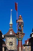 Zähringer Brunnen und Zytglogge-Turm auf der Kramgasse in Bern, Schweiz, Unesco-Weltkulturerbe