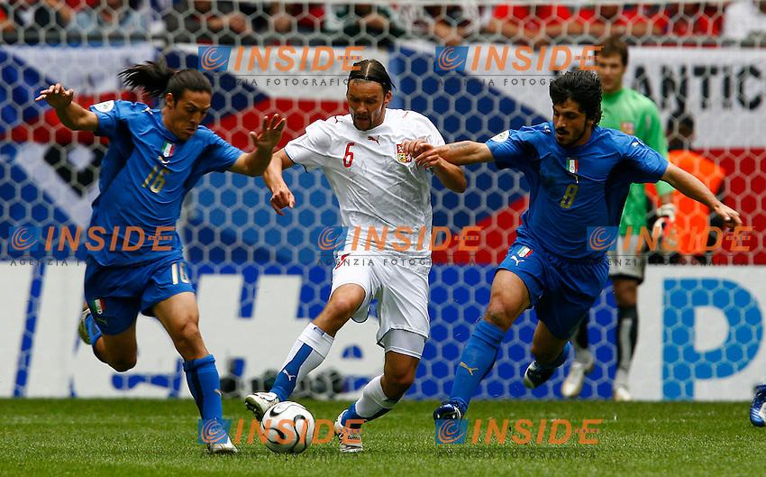 HAmburg 22/6/2006 World Cup 2006.Repubblica Ceca Italia 0-2.Photo Andrea Staccioli Insidefoto.jankulovski camoranesi e gattuso