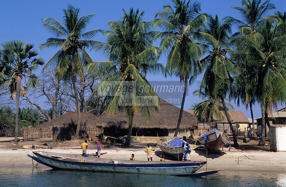 Afrique/Afrique de l'Ouest/Sénégal/Basse-Casamance/Elinkine : Le village et le port dans les bolons