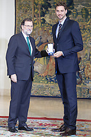 Spanish Prime minister Mariano Rajoy delivers the work medal to the NBA Team San Antonio Spurs' Spanish player Pau Gasol