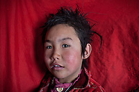 Haircuts on young Kyrgyz girls. Sary Tash campement..Trekking with yak caravan through the Little Pamir where the Afghan Kyrgyz community live all year, on the borders of China, Tajikistan and Pakistan.