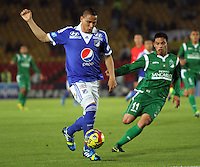 BOGOTA -COLOMBIA- 20 -11--2013.Zapata (Izq)  de Millonarios  disputa el balon contra Romero (Der) del Deportivo Cali ,partido correspondiente  a los cuadrangulares finales de la Liga Postobon jugado en el estadio Nemesio Camacho El Campin   / XXXXX (L) of Millonarios  fight for the ball  against XXXXX (Der) Deportivo Cali, homer game for the Postobon League finals played at the Estadio Nemesio Camacho El Campin .Photo: VizzorImage / Felipe Caicedol / Staff