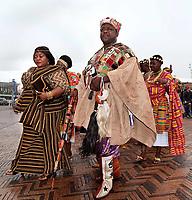 Nederland - Amsterdam -  September 2018.    Dance With Royals - Kente Fugu Festival op het Anton de Komplein in de Bijlmer. Dansfestival met veel Afrikaanse dansen. Hoogwaardigheidsbekleders uit Ghana bezoeken het festival.     Foto mag niet in negatieve context gepubliceerd worden. Foto Berlinda van Dam / Hollandse Hoogte