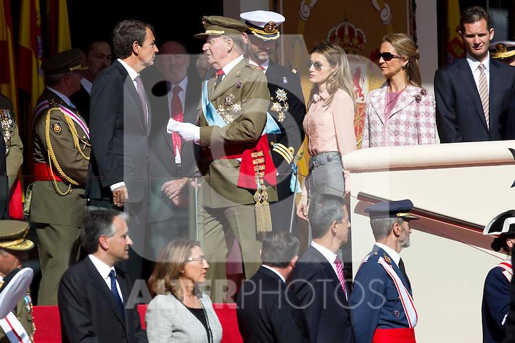MADRID (12/10/2010).- Princess Letizia, Prince Felipe, Princess Elena, Princess Cristina and Inaki Urdangarin, King Juan Carlos and Queen Sofia attend the military parade at Spain`s National Day in Madrid. Pictured King Juan Carlos and president Jose Luis Rodriguez Zapatero...Photo: Cesar Cebolla / ALFAQUI