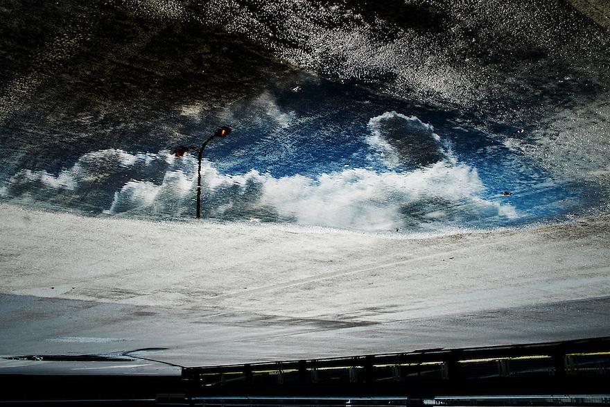 Nederland, Utrecht, 1 sept 2014<br /> Reflectie in plas water op het dak van parking <br /> Foto (c) Michiel Wijnbergh