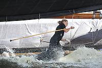 SKUTSJESILEN: ELAHUIZEN: Fluessen, 07-08-2012, SKS skûtsjesilen, wedstrijd Elahuizen, De Sneker Pan, skûtsje Sneek, Dinie Visser (peiler), ©foto Martin de Jong