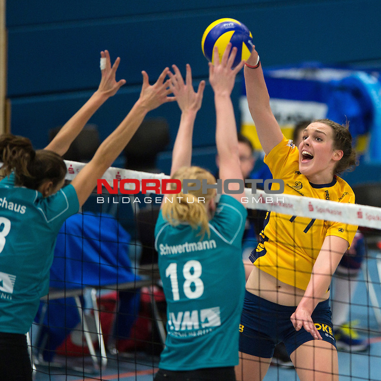 08.12.2013, Halle Berg Fidel, Muenster,  Volleyball, Bundesliga Frauen, USC M&radic;ľnster / Muenster vs. Schweriner SC<br />  <br /> <br /> Block / Doppelblock Nadja Schaus (#3 USC Muenster), Leonie Schwertmann (#18 USC Muenster) - Angriff Carina Aulenbrock (#11 Schwerin)<br /> <br />   Foto &not;&copy; nordphoto / Kurth