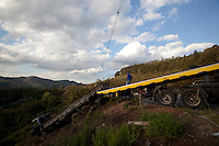 Nova Lima_MG, Brasil...Acidente de transito na BR040, proximo ao Viaduto da Mutuca em Nova Lima, Minas Gerais...Accident in BR040, near the Mutuca Viaduct in Nova Lima, Minas Gerais...Foto: BRUNO MAGALHAES / NITRO