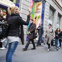 Il FuoriSalone 2010 nelle vie di centrali Milano.<br /> Via Montenapoleone<br /> <br /> street life in Napoleone street during the International Furniture show in Milan