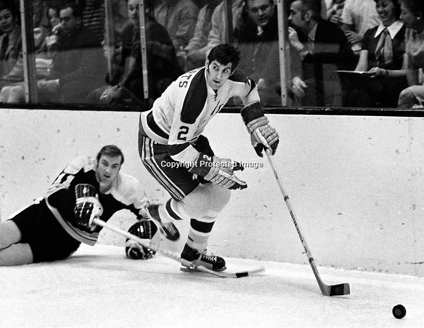 Seals Doug Roberts against Boston's Wayne .Carlton (1971 photo by Ron Riesterer)