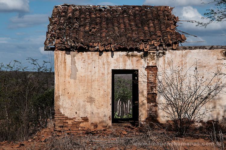 Casa abandonada, comunidade São Miguel do Sossego, Paraíba, Brasil.