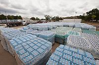 Colatina_ES, 02 de dezembro de 2015.<br /> <br /> Distribuicao de agua mineral em Colatina, Espirito Santo.<br /> <br /> Foto: WEVERSON ROCIO / SAMARCO