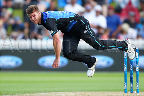 25.01.2016. Basin Reserve, Wellington, New Zealand. New Zealand versus Pakistan One Day International Cricket. Corey Anderson bowls during the 1st ODI cricket match between the New Zealand Black Caps and Pakistan