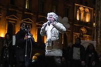 Beppe Grillo sul palco della manifestazione del Movimento 5 Stelle in Piazza Duomo a Milano.