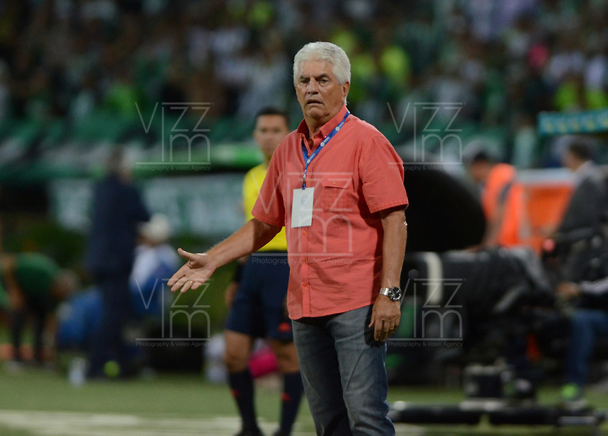 MEDELLIN-COLOMBIA- 26-04-2017. Julio Comesaña director técnico del Atlético Junior.Acción de juego entre el  Atlético Nacional y   el Atlético Junior   durante encuentro  por la fecha 5 de la Liga Aguila I 2017 disputado en el estadio Atanasio Girardot./ Julio Comesana coach of Atlético Junior.Action game between  Atletico Nacional and  Atletico Junior during match for the date 5 of the Aguila League I 2017 played at Atanasio Girardot stadium . Photo:VizzorImage / León Monsalve / Contribuidor