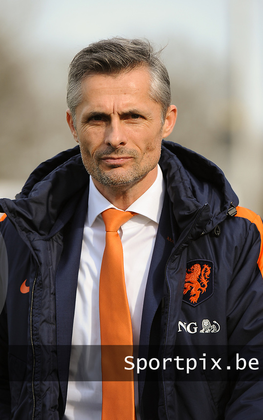20170314 - UDEN , NETHERLANDS : Dutch coach Kees van Wonderen pictured during the UEFA Under 17 Elite round game between The Netherlands U17 and Belgium U17, on the first matchday in group 5 of the Uefa Under 17 elite round in The Netherlands , tuesday 14 th March 2017 . PHOTO SPORTPIX.BE | DIRK VUYLSTEKE