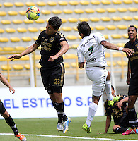 BOGOTA -COLOMBIA. 1-03-2014.  Juan Galicia(Izq)  de Fortaleza F.C. disputa el balon contra Henry Hernandez   de La Equidad partido por la novena  fecha de La liga Postobon 1 disputado en el estadio Metropolitano de Techo . /   Juan Galicia (L) of Fortaleza F.C.  fights the ball  against Henry Hernandez  of  La Equidad  of  nine round during the match  of The Postobon one league  at the Metropolitano of Techo Stadium . Photo: VizzorImage/ Felipe Caicedo / Staff