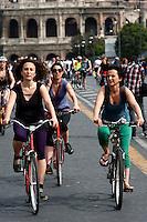 Roma 28 Aprile 2012.Bicifestazione nazionale Salvaiciclisti ai Fori Imperiali. Iniziativa promossa per sensibilizzare sui rischi corsi da chi usa la bicicletta e invitare gli amministratori a rendere la città più idonea alla due ruote.