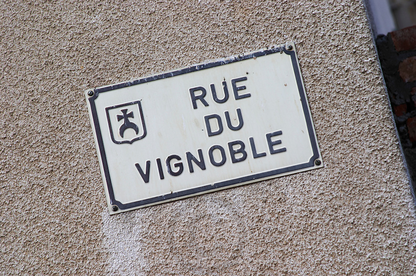 street sign rue du vignoble pfaffenheim alsace france