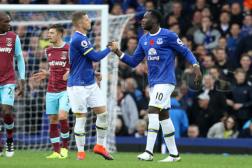 30.10.2016. Goodison Park, Liverpool, England. Premier League Football. Everton versus West Ham United. Goalscorer Romelu Lukaku of Everton is congratulated by Ross Barkley of Everton