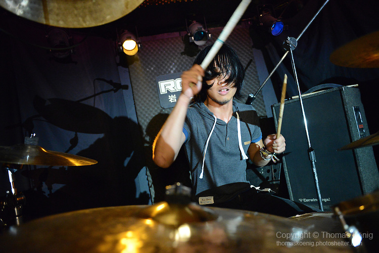 Rocks, Kaohsiung -- MO FAN, drummer of the Kaohsiung-based band THE LOCALS (草地人), going wild on the drums at the Rocks during the 月來樂搖滾 show in June 2014.