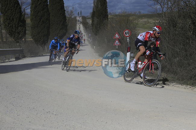 The peloton including Tim Wellens (BEL) Lotto-Soudal And Geraint Thomas (WAL) Team Sky on sector 2 Bagnaia during Strade Bianche 2019 running 184km from Siena to Siena, held over the white gravel roads of Tuscany, Italy. 9th March 2019.<br /> Picture: Eoin Clarke | Cyclefile<br /> <br /> <br /> All photos usage must carry mandatory copyright credit (© Cyclefile | Eoin Clarke)